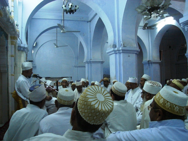 Mumineen at the majlis of Syedi Musanji saheb (ra)